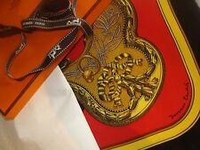 HERMES FOULARD. grand apparat. avec boite et ruban