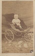 Bébé dans sa poussette Cdv Vintage albumine ca 1860