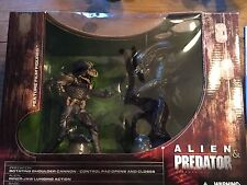 McFarlane Toys Alien and Predator Deluxe Boxed Set Movie Maniacs Action Figure