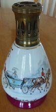 Belle LAMPE BERGER EN PORCELAINE DES MANUFACTURES DE COULEUVRE DECOR de calèche,