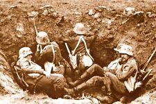 WW1 - Photo - Soldats allemands à l'abri dans un trou d'obus