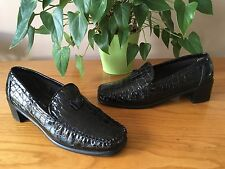Ladies Stuart Weitzman for R & B black croc patent leather moccasins UK 6 EU 39