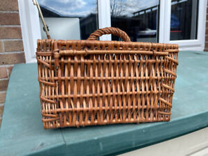 Vintage Classic Wicker Basket: Small 29 cm L x 13 cm H x 20 cm W with handle
