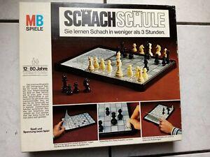Schach Schule - ein Spiel  von MB  -sehr schön und komplett,guter Zustand