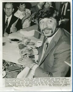 ORIGINAL VINTAGE 1969 JOE NAMATH NEW YORK JETS WIRE PHOTO SIGNING AUTOGRAPHS