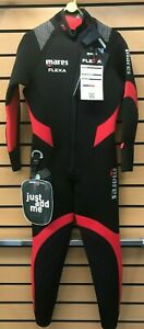 """Brand-new Mares Flexa 5.4.3mm wetsuit. Men's size 4 (38""""-39"""" chest size) Red"""