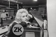 BRIGITTE BARDOT Pick-up Platine Blonde Disque Cuisine GIANCOLOMBO Photo 1950s