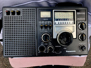 Panasonic 8BAND FM/AM/SW1-6 RF-2200. Read Description