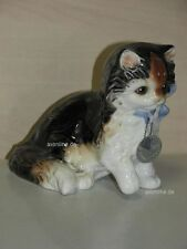 +# A010603_08 Goebel Archiv Muster Katze Cat sitzt auf Hinterbeinen Plombe