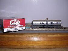 ATLAS #1035-1 Anchor Petroleum 11,000 Gallon Tank Car #120 Weathered H.O. 1/87