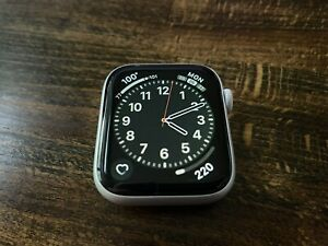 Apple Watch Series 4 44 mm Silver Aluminum with White Sport Band (GPS + Cellular