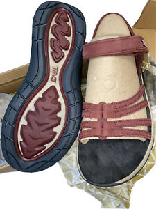 Teva Women's Waterproof Leather Walking Sandal Color Wine Size 9