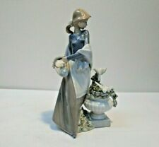 Lladro Figurine - In The Garden - 5416
