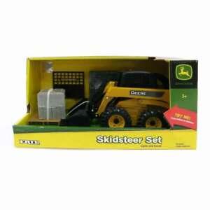 1/16 Big Farm John Deere Skid Loader / Skid Steer Playset Ertl 46225 TBEK46225