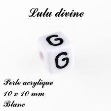 Perle acrylique alphabétique de 10 x 10 mm, Blanc : Lettre G (Lot de 10 perles)