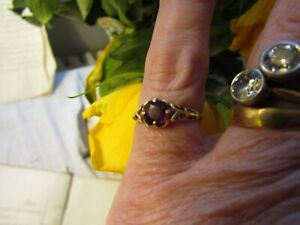 PRETTY LITTLE ANTIQUE VINTAGE 9CT GOLD & AMETHYST ? RING SIZE K