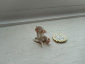 MONKEYAPE - POTTERY -  BEAUTIFUL SITTING WHITE BABY MONKEY/APE MINIATURE
