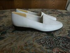 """Soft Spots, all day comfort"" Women's 6M white shoes comfortable heels 1 1/4""?"
