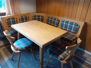 Tisch mit Eckbank und 2 Stühlen