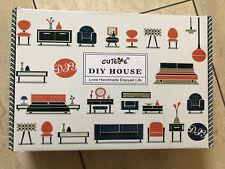 CUTEBEE DIY House Puppenhaus Miniatur mit Möbeln. Farbe: Happy Time
