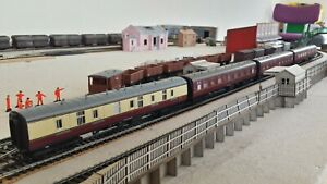 Rake of 4 Hornby Top Link Eastern Region Coaches - Special Offer