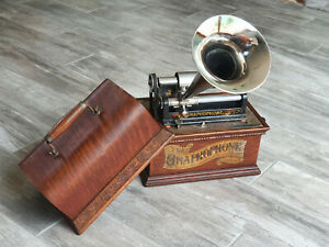 THE GRAPHOPHONE AT PHONOGRAPHE A CYLINDRE