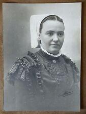 Très Ancienne photo Femme Coiffée (Charentaise) signée sur papier cartonné