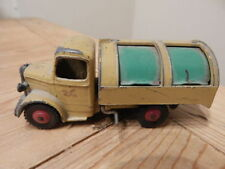 Voitures, camions et fourgons miniatures verts Dinky