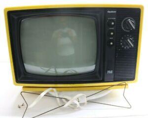 Vintage Mid Century MCM 1977 Yellow Quasar B&W Television TV XP3222PY Works! USA