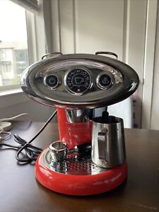 illy iperespresso machine in red works perfectly
