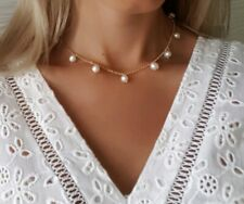 Handcrafted Chocker necklace Chain With natural pearls gold / white