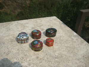 VINTAGE BEAUTIFUL CHINESE BRASS CLOISONNE HINGED PILL TRINKET BOXES LOT