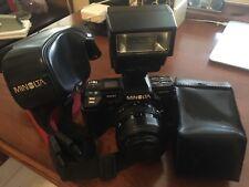 Minolta Maxxum 7000 35mm Film camera w/AF Zoom 35-70mm 1:4 (22) lens w/flash/Bag