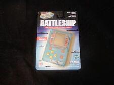 BATTLESHIP PALM SIZE NAVEL COMBAT ELECTRONIC GAME 1999 Milton Bradley