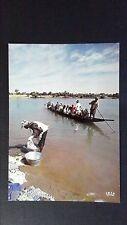 CPM AFRIQUE AU BORD DE LA RIVIERE
