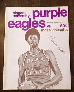 1977 Niagara University Basketball Program Niagara Falls Convention Center UMASS