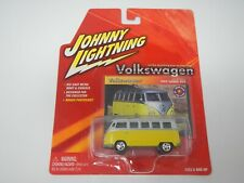 Johnny Lightning Volkswagen 1965 Samba Bus