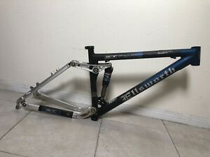 "Ellsworth Truth Medium Full Suspensión Frame 17.5"" Fox RP23 Has Dent On Top Tube"