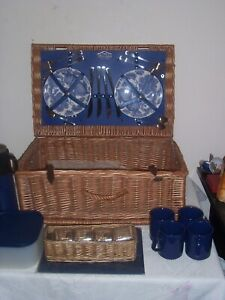 vintage style Brookes Wicker picnic basket set 4 person never used 99p no res
