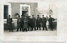 GUERRE. WAR. CARTE PHOTO. PHOTO CARD. POSTE DE POLICE. MILITAIRES.POLICE STATION