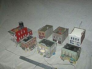 A5915 N UNKNOWN MAKERS, 7 BRICK CITY BUILDINGS, 5 LIGHTED