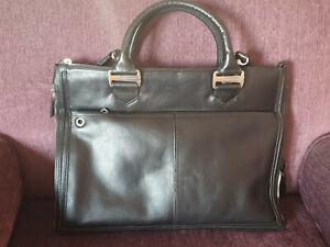 PIQUADRO Genuine BNWT Black leather expandable Business briefcase bag
