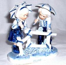 Keramikfigur Holland - 2 Kinder mit Schirmen - handgemalt in Delft Blue Col.