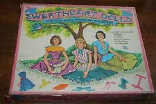 VINTAGE 1957 SAALFIELD SWEETHEART DOLLS W/CLOTH DRESSES& ACCESSORIES  PLAY SET