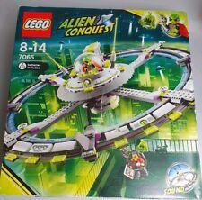 LEGO SPACE ALIEN MOTHERSHIP 7065 ALIEN CONQUEST UNOPENED DAMAGED BOX