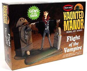 Polar Lights 977 Haunted Manor: FLIGHT OF THE VAMPIRE diorama model kit 1/12