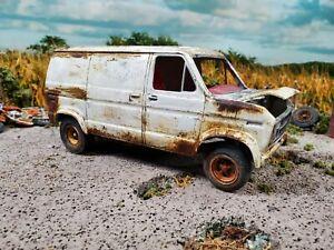 "FORD ECONOLINE VAN 1/25 VINTAGE BUILT ""MODEL kit junker rusty diorama"