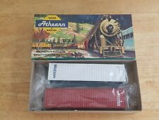 Athearn   Blue Box    40'  Containers (2)    Matson    HO Scale