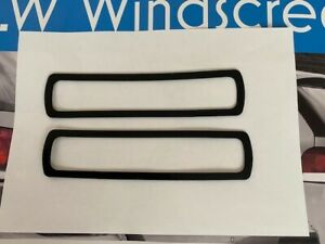 TRIUMPH STAG MkI & II REAR WING BADGE TO BODY RUBBER GASKETS x 2 (150652)