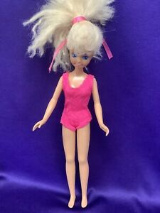 SKIPPER DOLL. (BARBIE COLLECTION) WEARING RED SWIMSUIT. TNT. BEND KNEES (SD47).